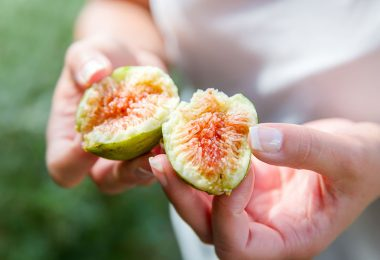 divided-fresh-organic-figs-from-the-tree